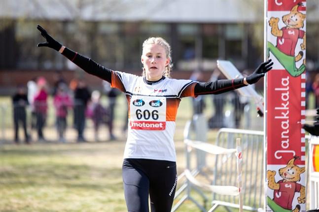 Nathalie Blomqvist är också en duktig terränglöpare. I fjol vann hon 19-årsklassen i FM.
