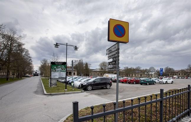 Kaserntorget blir den nya testplatsen för coronaprovtagning. Till platsen kan man komma både med bil eller till fots.
