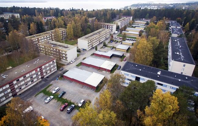 Finska skolan i Sunnanvik har drabbats av coronasmitta.