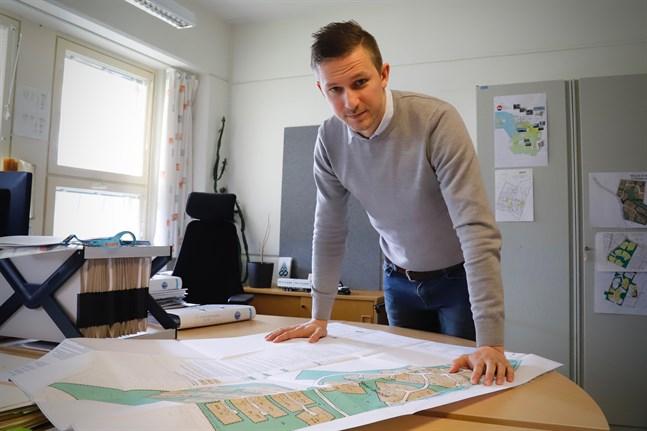 Om sommarstugan används ungefär som ett hotell eller turistbetjäning, strider det sannolikt mot gällande plan och är i princip olagligt, konstaterar Malax planläggningsingenjör Jonas Aspholm.