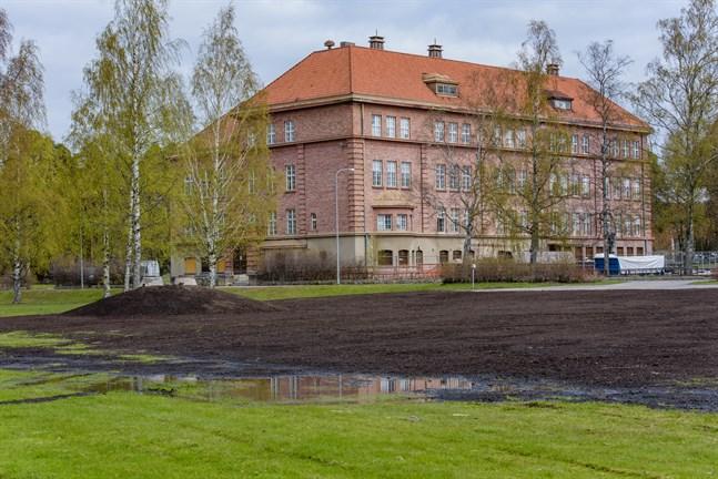 När auktionen avslutades på måndagen var högsta budet 4000 euro för Ristikari-fastigheten.