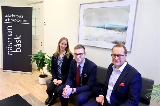 Advokaterna Sabina Saramo, Oskar Sundback och Christian Näsman vill hjälpa företagarna att förbereda sig inför olika situationer som kan uppstå i privatlivet.
