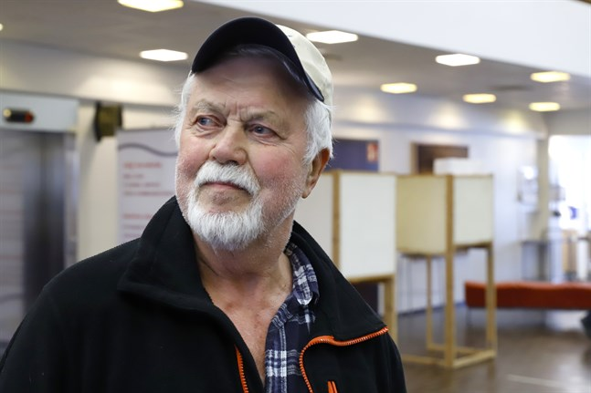 Kurt Nygård från Koskö tycker att förhandsröstningen fungerar bra. — Man ska passa på att rösta medan man kan, säger han.