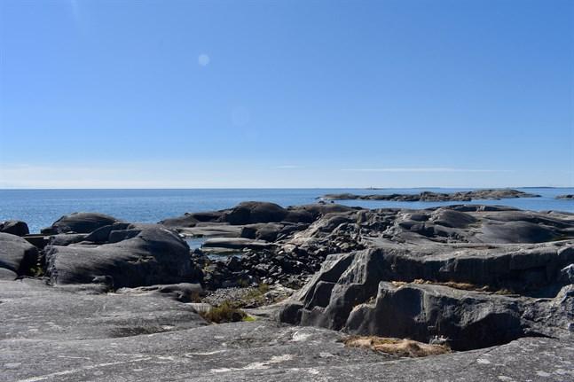 Havsvattnets temperatur är 9-10 grader i Finlands södra och sydvästra kustområden.