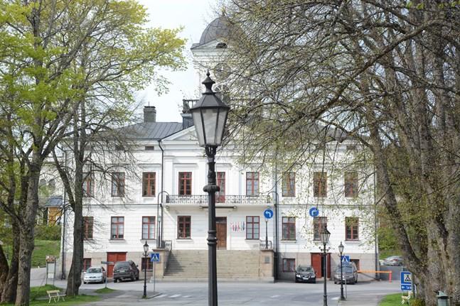 Kristinestad godkände budgetramar för nästa år och förnyade taxan för bostadsarrenden.