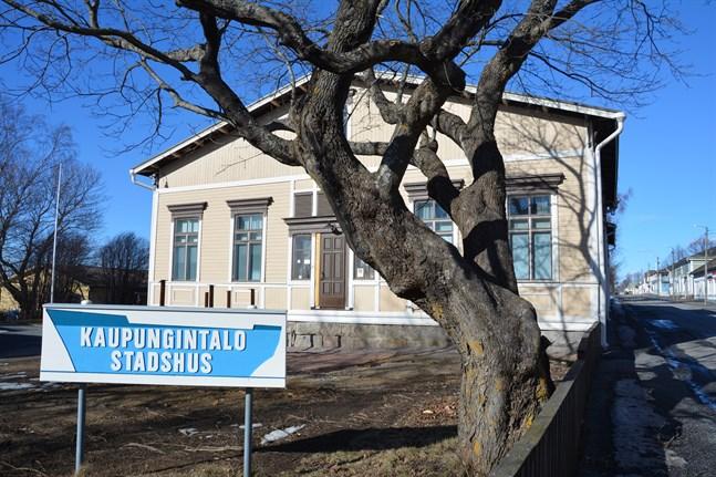 Fler utredningar behövs innan stadsstyrelsen i Kaskö sänder sparprogrammet till fullmäktige.