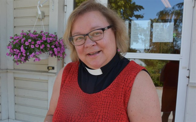Pirjo Lyytinen har sedan hösten 2015 varit tf. kyrkoherde i Kaskö. Nu ska hon söka den lediga tjänsten.