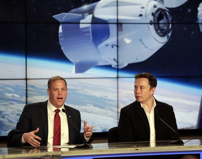Nasas högste chef Jim Bridenstine och SpaceX vd Elon Musk vid ett tidigare tillfälle.