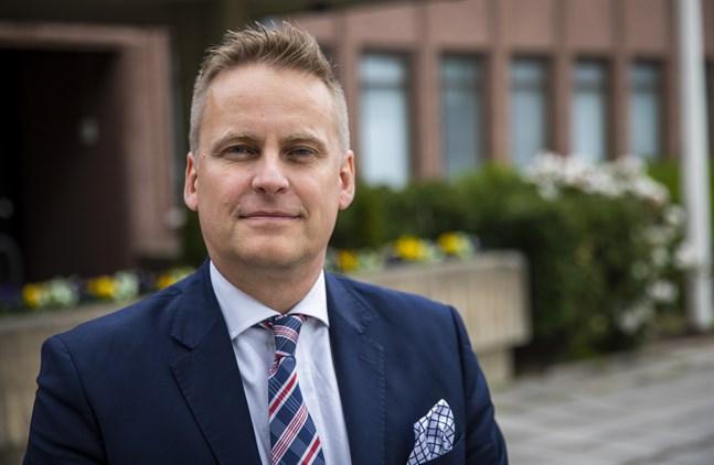 Styrelseordförande Samuel Broman framhåller att styrelsen ska övervaka att de bestämmelser och riktlinjer som fullmäktige gjort efterföljs.