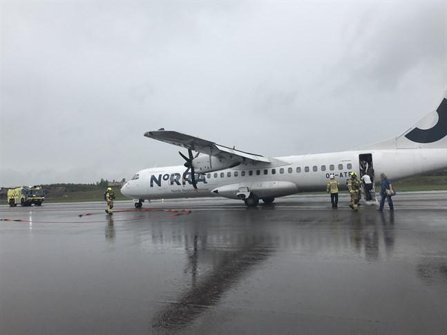 Ett flygplan från Bromma till Helsingfors tvingades nödlanda under söndagseftermiddagen.