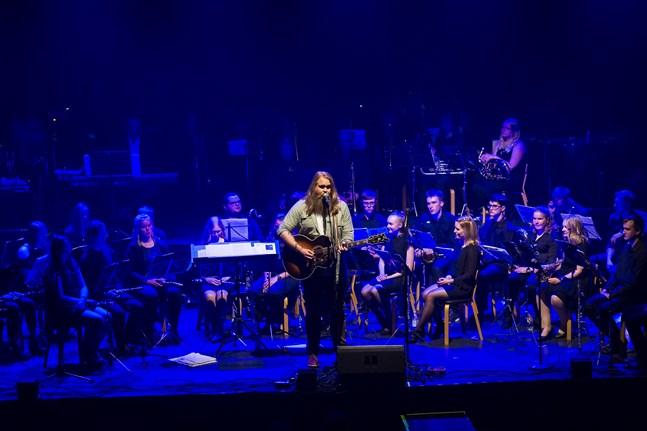 I slutet av maj uppträdde Chris Kläfford med stöd av Jeppo ungdomsorkester i både Jakobstad och Vasa.