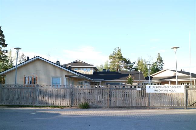 Furuholmens daghem är fullt, trots att Risö förskola numera huserar i nybyggda lokaler vid skolan.