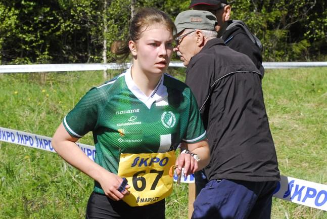 Femmans Hanna Lindgren vann damklassen i nattens mörker i Lillkyro.