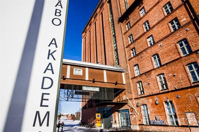 Åbo Akademi flyttar sina biblioteksböcker från Tritonia till Academill.