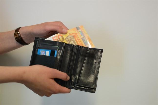 Det är positivt att garantipensionen har höjts med 50 euro, folkpensionen med 34 euro. Men det som bidrar till pensionärsfattigdomen är förutom inkomsterna också utgifterna.