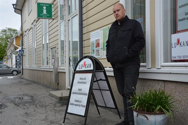 Robert Westergård, informatör vid Luckan i Sydösterbotten, är lättad över att dialektfestivalen Priima inte drabbas av de senaste begränsningarna.