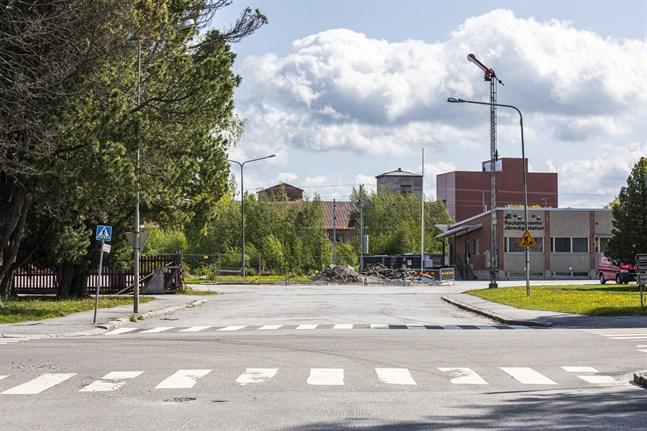 Med anledning av arbetet med Sikörens underfart flyttar tågbussens hållplats närmare de övriga bussarnas.