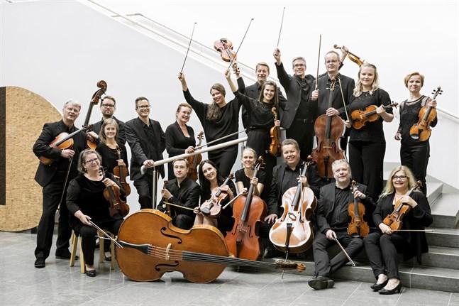 Du kan inte lyssna på Mellersta Österbottens Kammarorkester live just nu, men du kan lyssna på dem på skiva.
