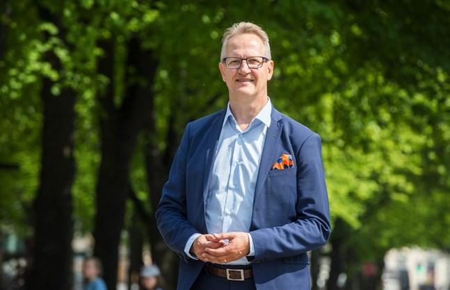 Österbottens handelskammares vd Juha Häkkinen anser läget vara mycket bekymmersamt för företagare och han hoppas nuvarande restriktioner inte ska fortsätta allt för länge till.