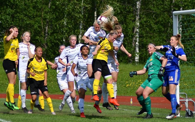 Myran spelade i ligan förra säsongen, men degraderades. På bilden är det JyPK som står för motståndet. Kommande säsong gör tio lag upp om FM-guldet i damernas högsta liga som nu fått namnet nationella ligan.