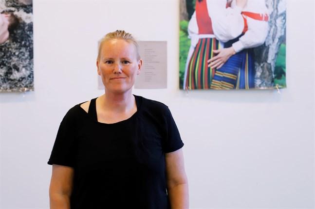 Ilar Gunilla Perssons utställning God Love Pride invigdes I Dragnäsbäcks kyrka under måndagen.