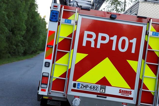 Räddningsverket ryckte ut då en bastu började brinna på fredagen.