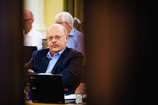 Peter Boström konstaterar att det är dags att börja leta efter en ny stadsdirektör.