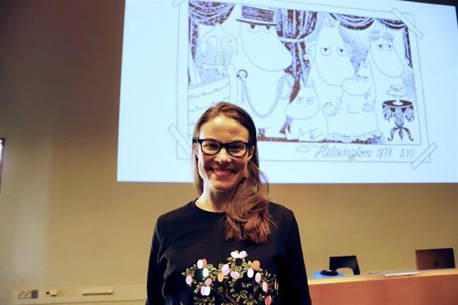 Det är en ära att få berätta om även de queera delarna av Tove Janssons liv, säger Kira Schroeder från Moomin Characters. – Tove var aldrig någon aktivist men hon var öppen med sin läggning, säger hon.