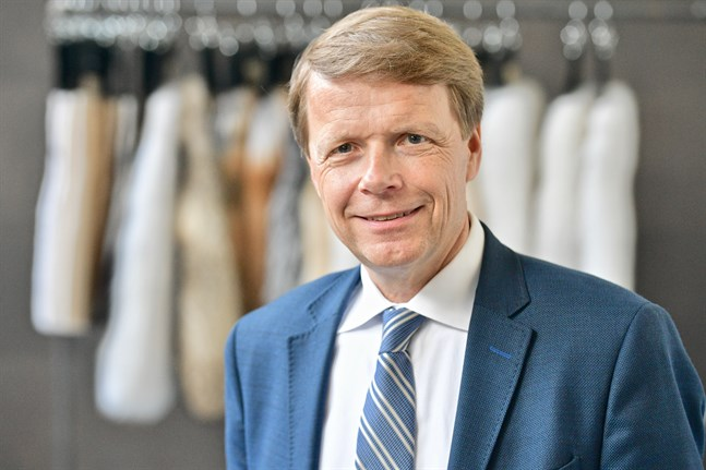 Pertti Fallenius, vd för Saga Furs är optimistisk och tror att folk vill köpa skinn också i framtiden.
