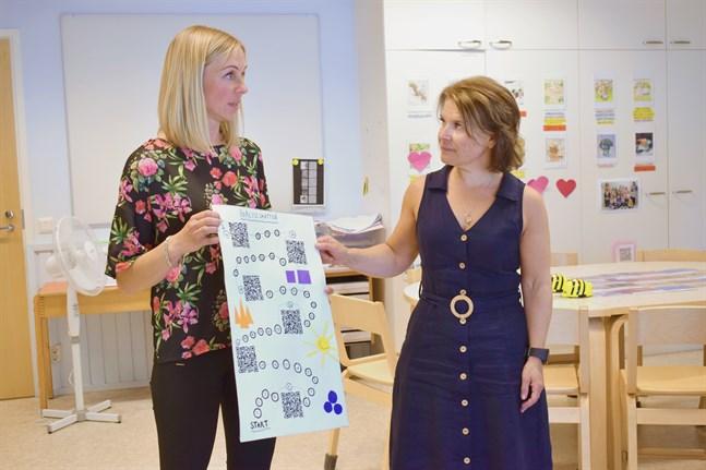 Sofie Östman från barnträdgården Dressinen och Maria Östberg från Bennäs skola betonar att det finns mycket frihet inom lärstigen. I slutändan är det pedagogen som väljer hur den vill jobba med det digitala, säger de.
