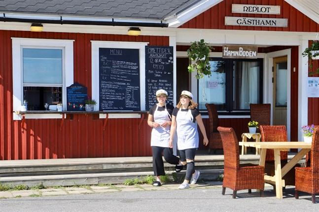 Nu har Olivia Nabb och Agnes Fogelberg stängt Hamnboden för i sommar. Planer finns inför en ny säsong men då utan Agnes.