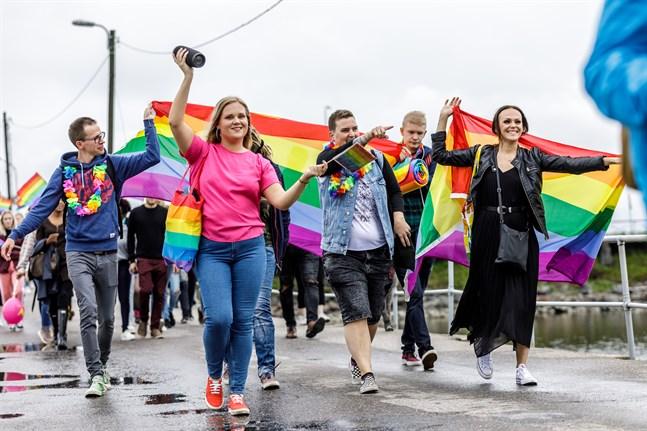 Pride-tåget i Vasa 2019