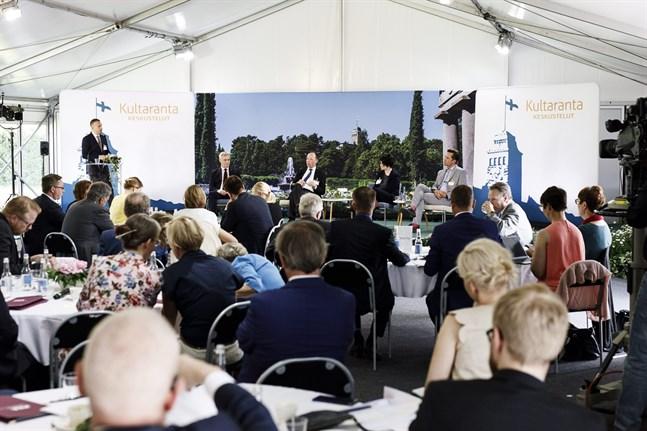Årets Gullrandadiskussioner gick helt på finska och engelska i år.