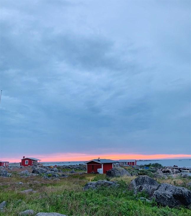 Solnedgång vid Kobberget i Molpe skärgård.