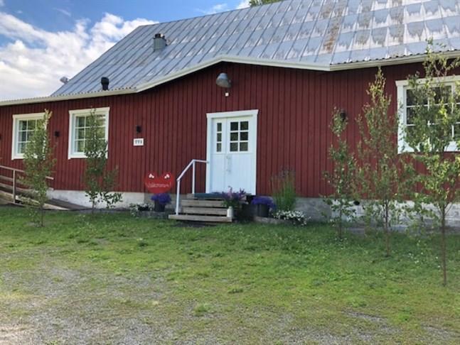 Bertby UF-lokalen i Vörå är pyntad inför konfirmation.