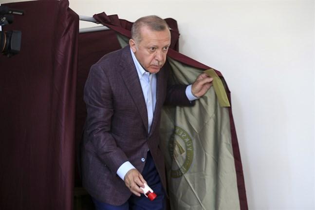 Turkiets president Recep Tayyip Erdogan röstade i söndagens borgmästarval i Istanbul.