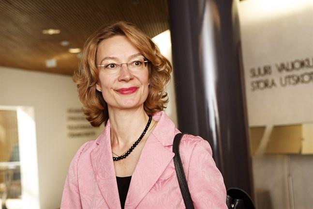 Europaminister Tytti Tuppurainen (SDP) träffar Österrikes Europa- och utrikesminister Alexander Schallenberg på måndag.