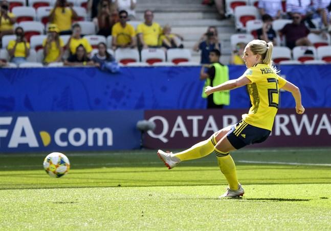 Elin Rubensson, som satte 5–1 från elva meter i Sveriges gruppspelsmatch mot Thailand, har inga problem med ett eventuellt VAR-granskat straffavgörande mot Kanada.