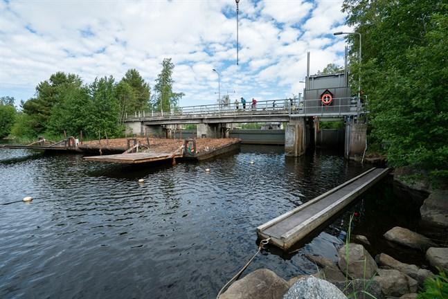 Slussen i Gertruds i Larsmo krånglade under veckoslutet.