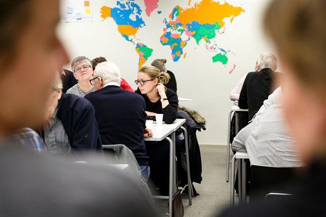 Översiktsbild från workshop med föreningar i Campus Allegro, 2018. Pernilla Howard och ThereseSunngren-Granlund i förgrunden.