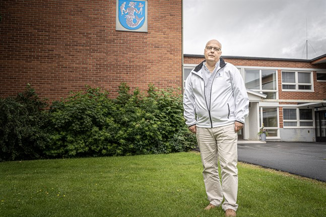Tom Holtti skriver å Vörå kommuns vägnar att kommunen vill jämna ut grundkapitalet.
