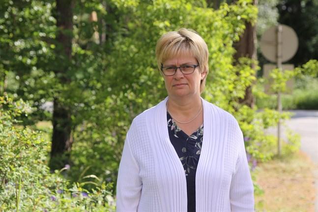 Annica Riddar meddelar att mottagningscentralen i Kristinestad inte påverkas märkbart av att Migrationsverket drar ner på mottagningsplatserna.