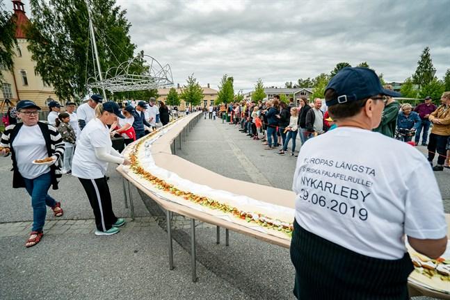 Den slutliga längden på falafelrullen var 72 meter och 32 centimeter.