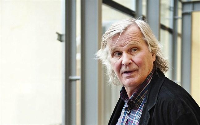 Roger Wingren är kritisk till hur städningen sköts på tågen.