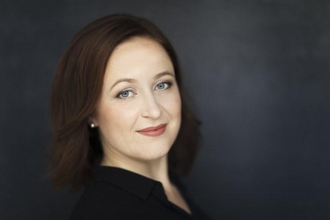 Kajsa Dahlbäck arbetar för att föra fram barockmusiken i Österbotten. Hon leder festivalen Vasa Baroque som i höst presenterar en 1600-talsopera.