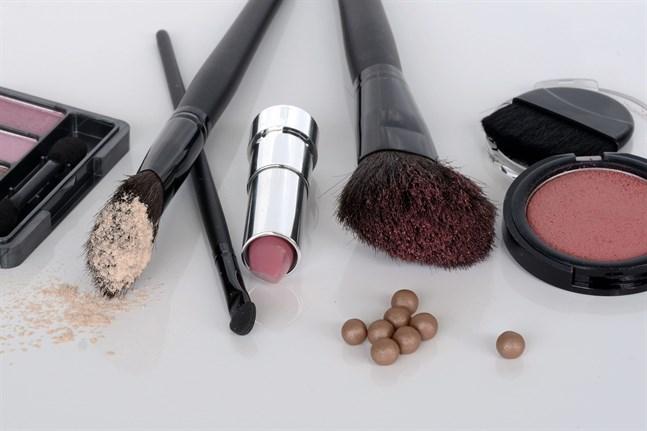 200 ämnen och ämnesgrupper förbjuds i kosmetika inom EU.