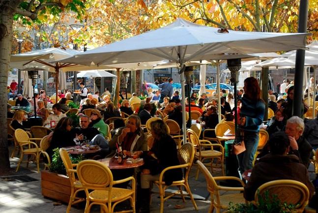 På Bar Bosch i Palma sitter man gärna ner en stund och ser på förbipasserande över en tallrik Ibericoskinka och ett glas mallorcanskt vin.