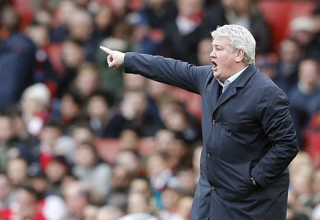 Steve Bruce, som tidigare tränat bland andra Hull, tar över Newcastle efter Rafael Benitez.
