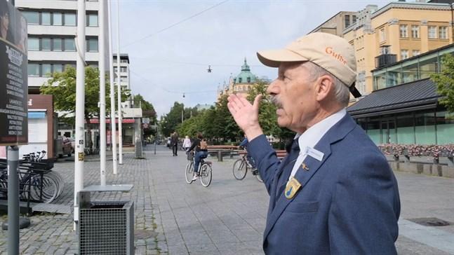 Henrik Fågelbärj berättar om Rewell Centers arkitektur.