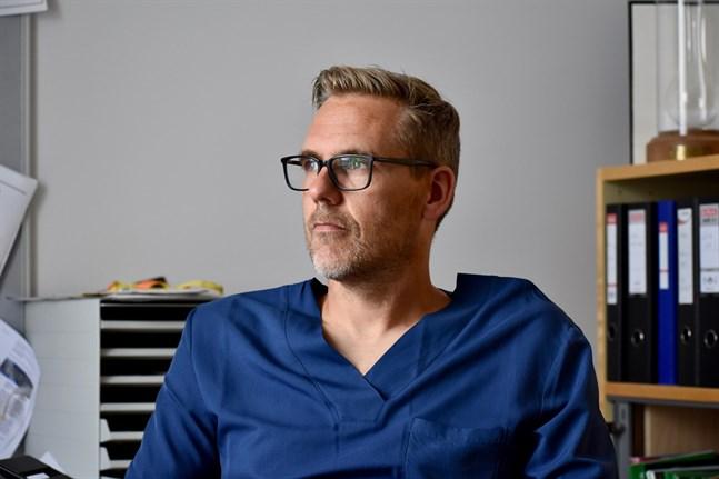 Överläkaren Peter Boström är chef för det urologiska ansvarsområdet vid Åbo universitetscentralsjukhus (ÅUCS). Den urologiska avdelningen vid ÅUCS har patienter från bland annat Åbo, Björneborg, Vasa och Åland, och ibland också från Helsingfors.